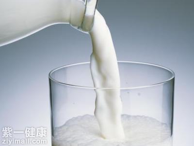 晚上喝牛奶燕麦会胖_晚上喝纯牛奶会胖吗专家讲解为什么不会长胖_百瘦减肥网