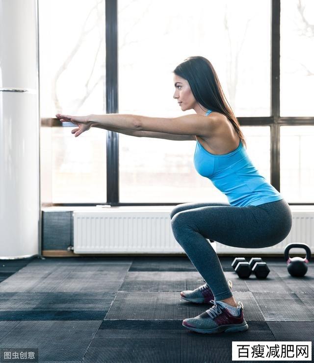 谁说练出翘臀一定要大重量杠铃深蹲,2个经典臀腿动作不应错过
